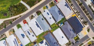 Can rooftop solar and household batteries keep grid stable when big generators fail?